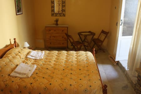 Aperanti B&B-Double room  - Pera Orinis