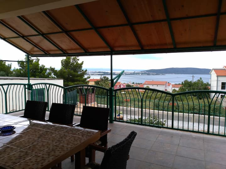 Big, spacious apartment in the Kastela, near Split