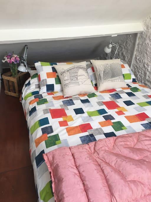 A sprung king mattress & crisp linen for excellent sleeping.