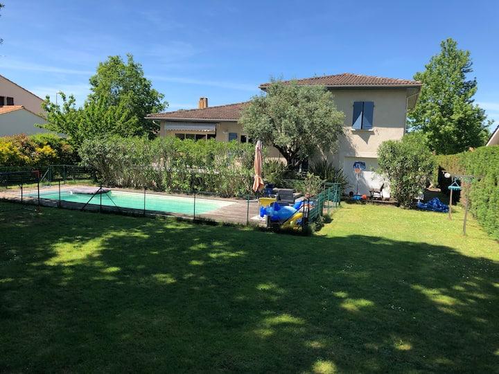 Villa 7 pers + piscine chauffée proche golf Pessac