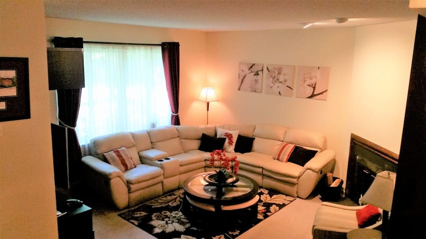 Charming Condo (with pool) Near Sesame Place