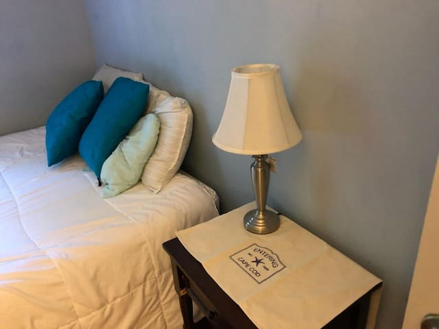 Private room and bath, 5 min from Sagamore bridge.