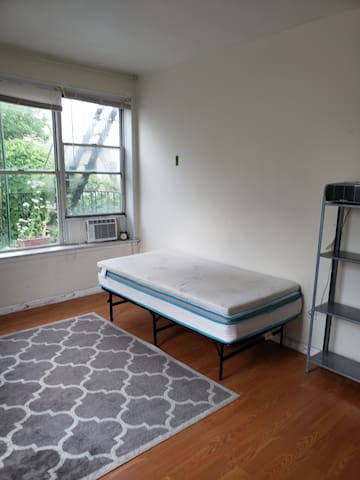 Private room in 2bed apt by subway & Prospect Park