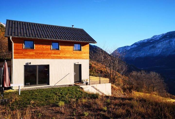 Maison en bois avec superbe vue et tranquilité !