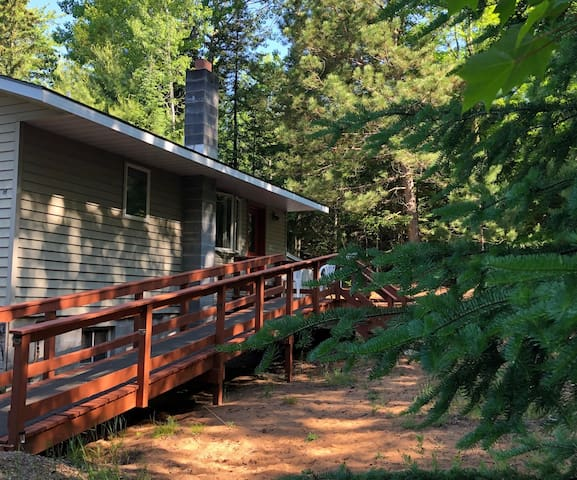NorthWoods creekfront, private, pet-friendly