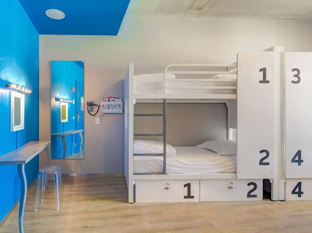 Generator Mitte - Bed in Quadruple Room