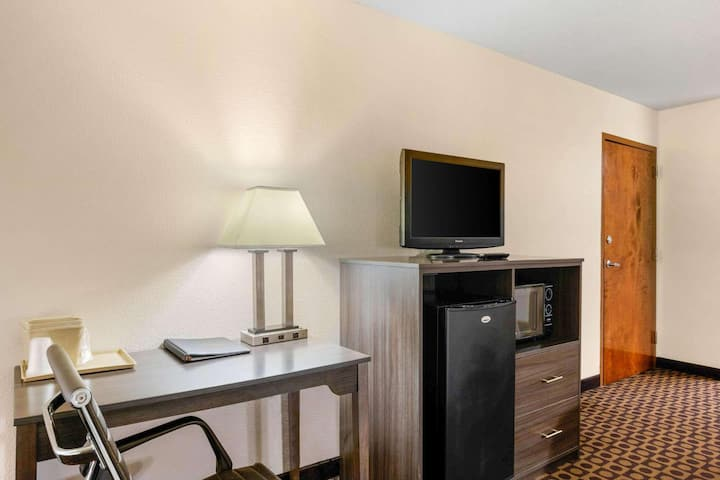 Majestic Double Two Double Beds Non Smoking At Greensboro