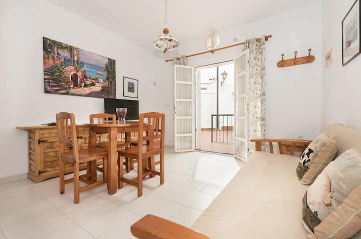 Economic apartment with air-con and WiFi