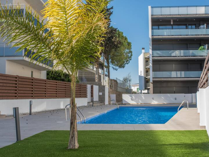 Apartment 100m beach & train with pool and terrace