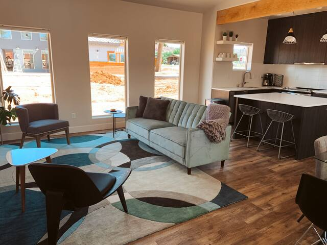 Timber & Tin C  2Bed 2Bath w/ Pool & Rooftop Deck