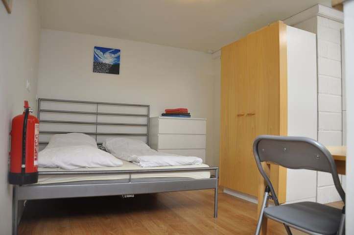 Studio, fully equipped, central, long term rent
