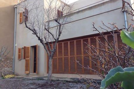 Casa espaciosa nueva 2 pisos jardín
