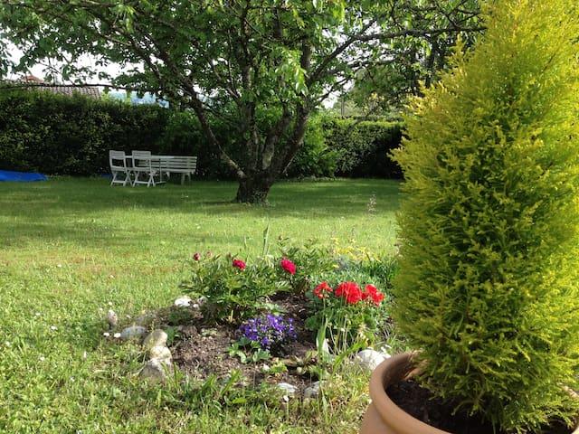 Petit appartement avec vue jardin
