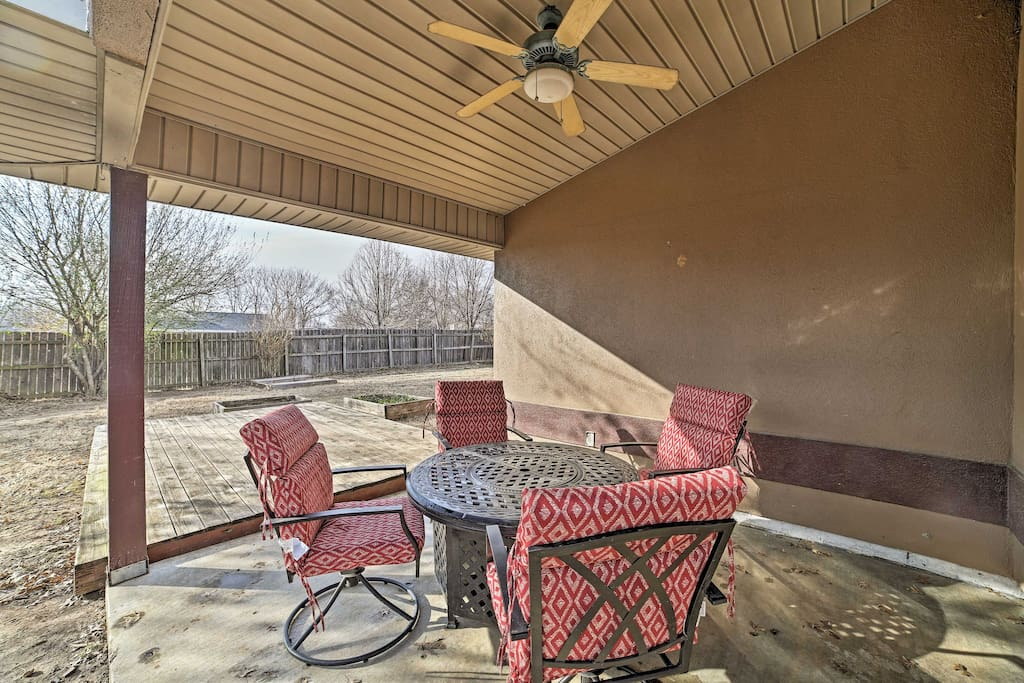 With 1,300 square feet and a fenced-in backyard, this home is perfect for 6 guests and their furry friend!