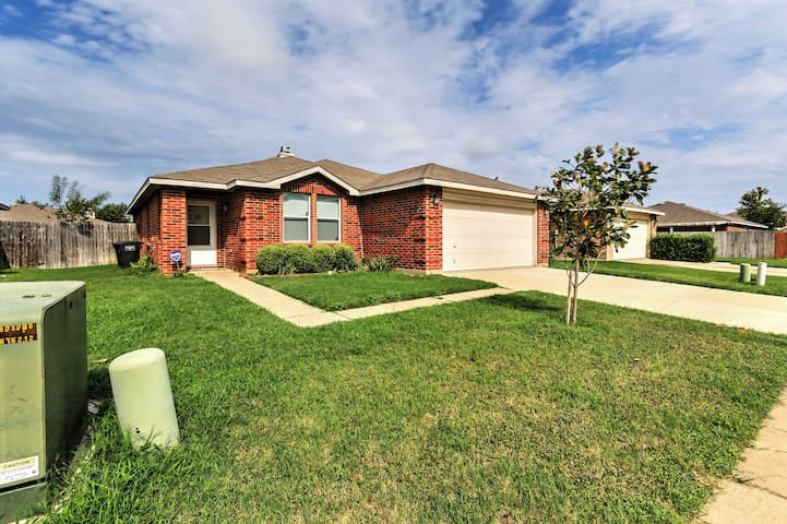 NEW! 3BR Fort Worth House - Near Downtown