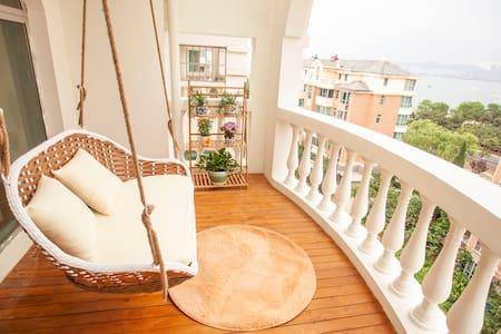 (海边民宿)海边loft有可爱狗狗的民宿,独立使用的二楼空间,住在热情的当地人家