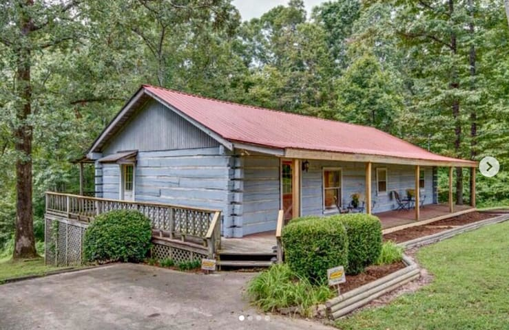Private Log Cabin/Cottage Just Outside Nashville