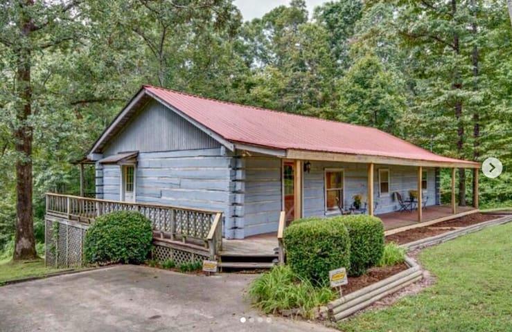Private log cabin outside Nashville