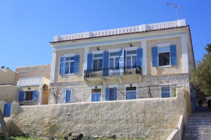 Ερμούπολη Σπίτι με θέα θάλασσα #1