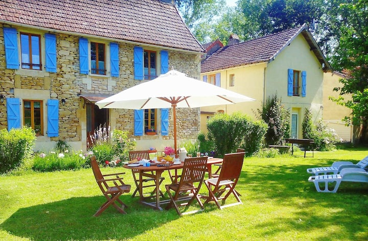 4Bdrm Farmhouse sleeps 8 nr Lascaux, pool Fishing