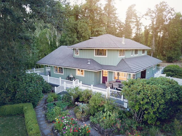 Riverfront Estate, 12 Minutes from U of O