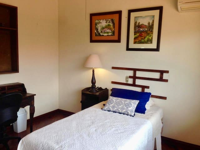 Beautiful Single Bedroom with Private Bathroom
