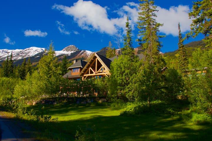 Vagabond Lodge at Kicking Horse Resort - Golden - Bed & Breakfast