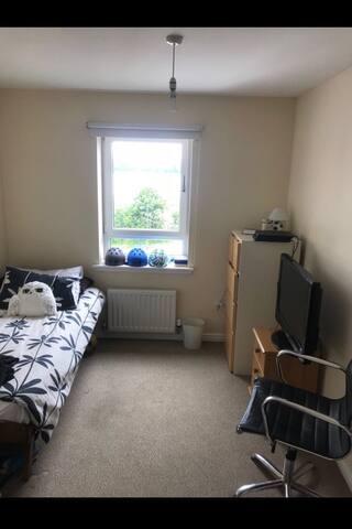 Acogedora habitación individual 15 min del centro.