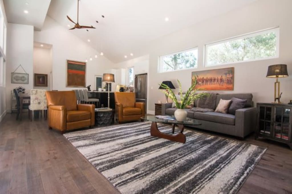 Dramatic high ceilings, new, comfortable furniture, great views.