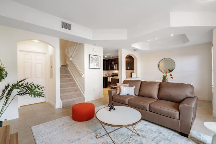 Kasa   Davie   Modern 2BD/2.5BA Apartment