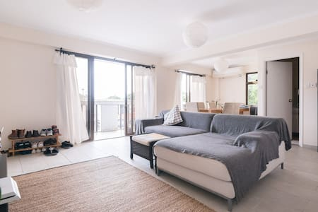 A spacious 2-bedroom flat with a rooftop - Hong Kong