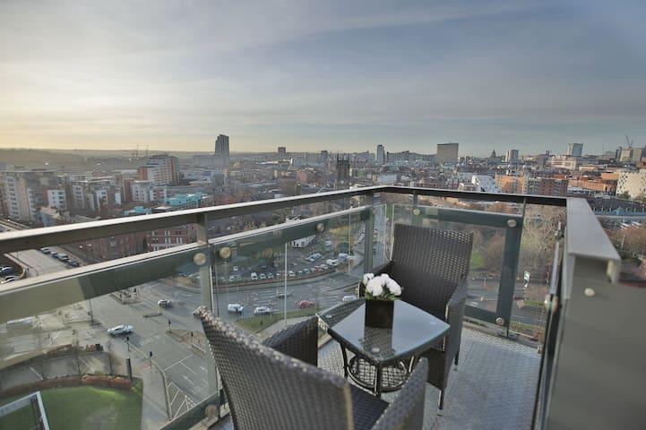 LUXURY PENTHOUSE.Leeds city centre.