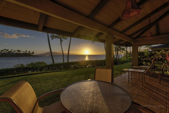 Clean and Ocean Front 2 Bdrm Napili Lani #320