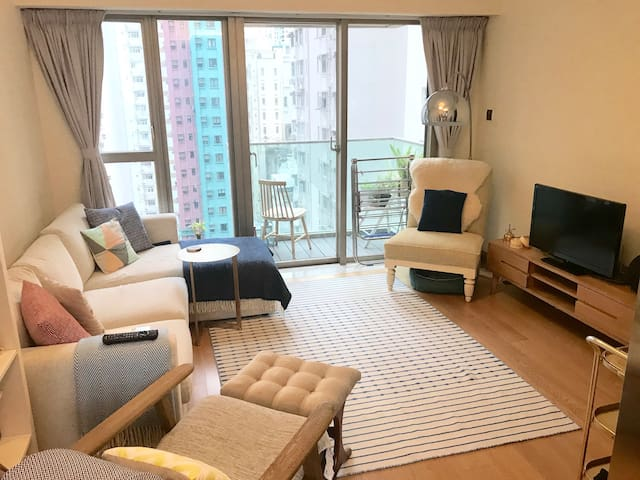 Room in apartment in hip Sai Ying Pun Pool/Gym