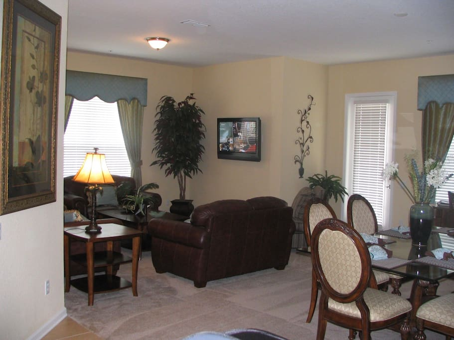 Lake View, Corner Unit With Lots of Natural Lighting and an OPEN Floor Plan