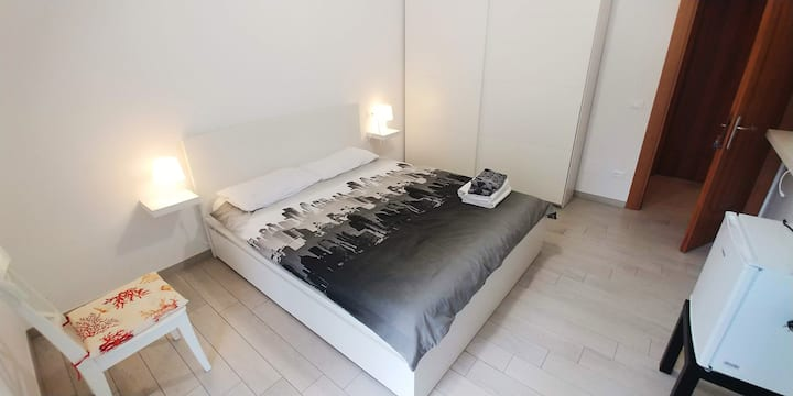 Room with private wc, balcony at 200m from the sea
