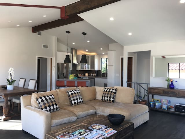 Beautiful 1&Only Chic LOFT Home w/Harbors+Mt Views