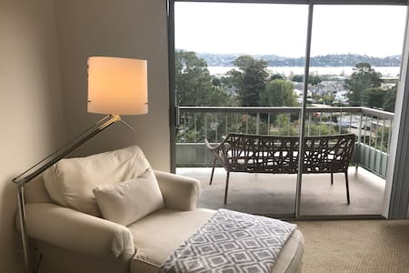 Bright 2BD/2BA with Sausalito Water View - 索薩利托