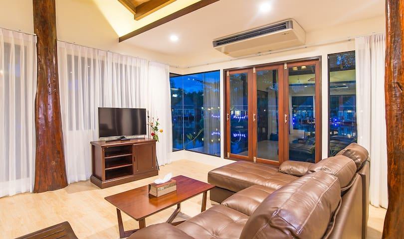 Luxury Poonsiri Villa