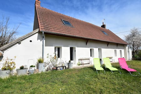 Holiday home in village on the Loire, near Decize, central location!