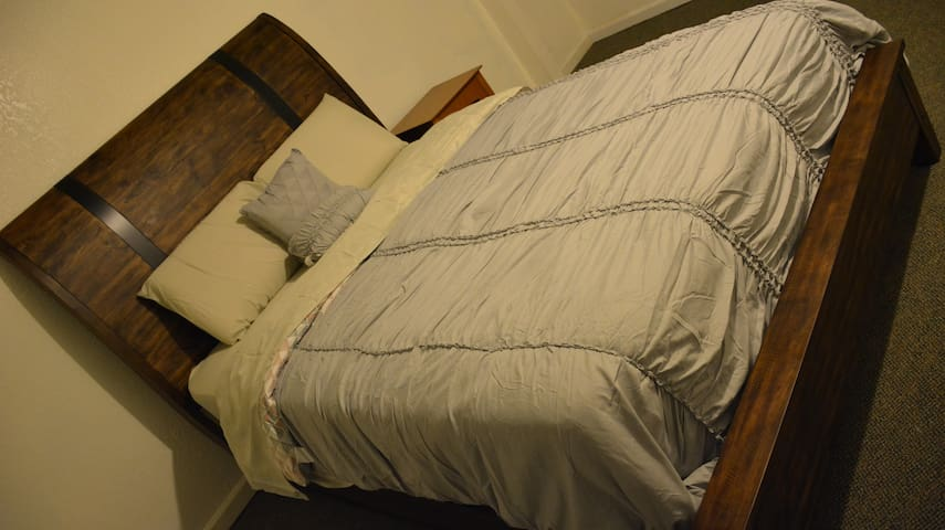 #2 Clean Private Room, Beautifully Furnished House