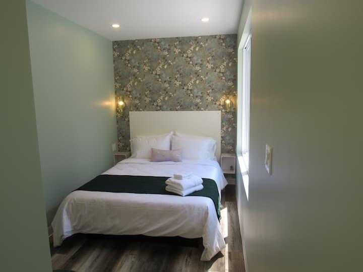 Inner Joy Getaways - The Elmira suite on the Grand River