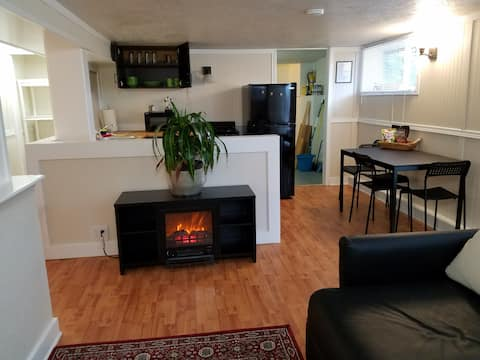 Comfy Studio Apt, close to absolutely everything!