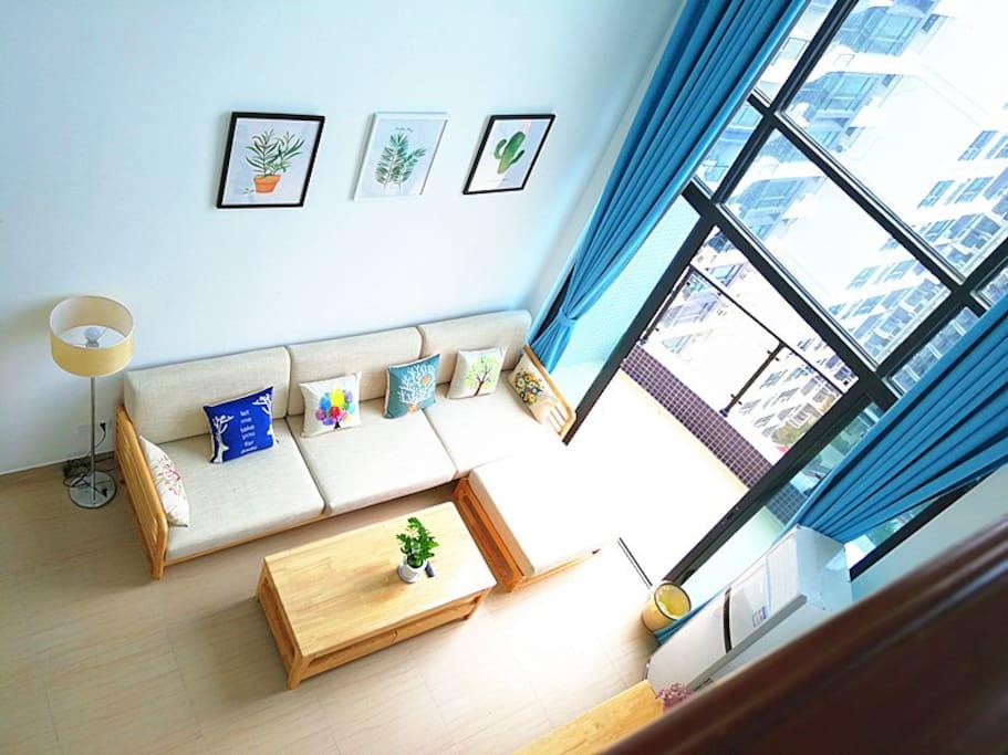 客厅:超大6米落地窗,通透明亮