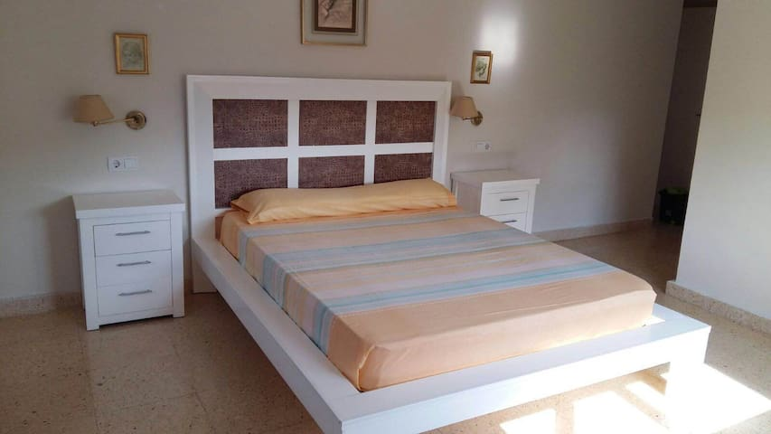 Low-Cost Suite with Jacuzzi - Málaga - Bed & Breakfast