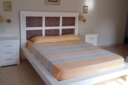 Low-Cost Suite with Jacuzzi - Málaga