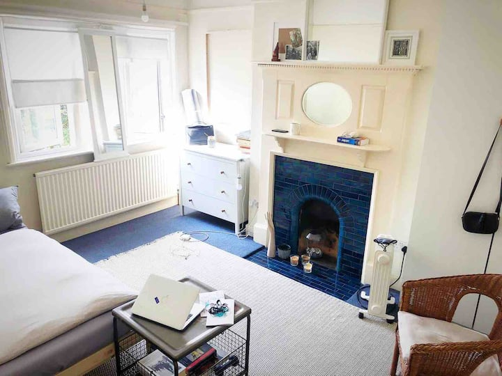 Spacious Double Room 1min to South Ealing Tube st