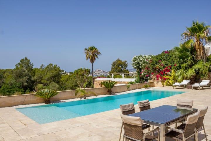 Talamanca, Pool-Villa - close to beach & nightlife