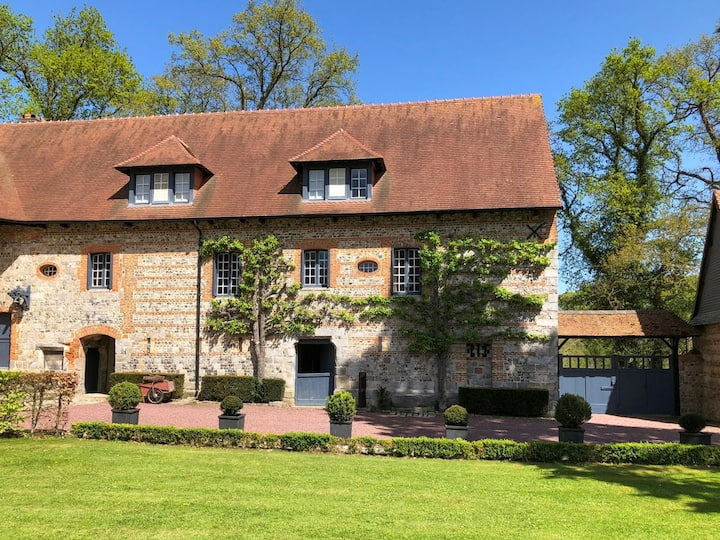 Charming Four bedroom home with Idyllic Gardens in Normandy