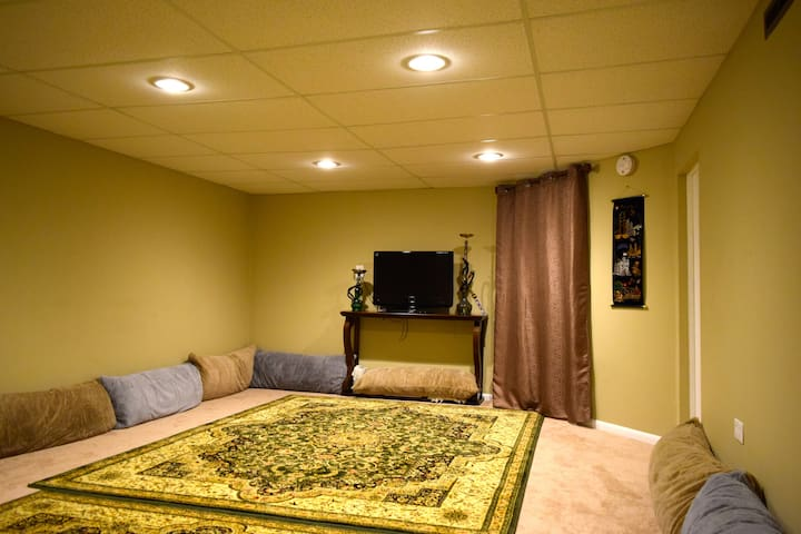 Comfy affordable in-house separate 1-bedroom unit - Buffalo Grove - House